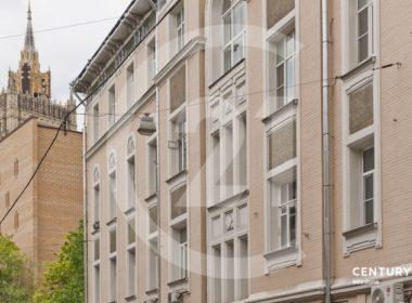 Продается просторная квартира 110 м2 в красивом особняке