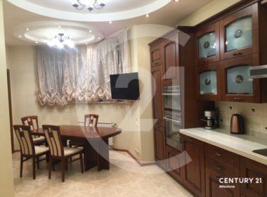 Продаётся 4 комнатная квартира