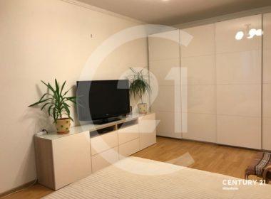 Вашему вниманию представлена светлая уютная 2-х комнатная квартира