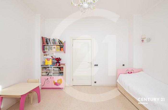 Продается солнечная, светлая видовая квартира