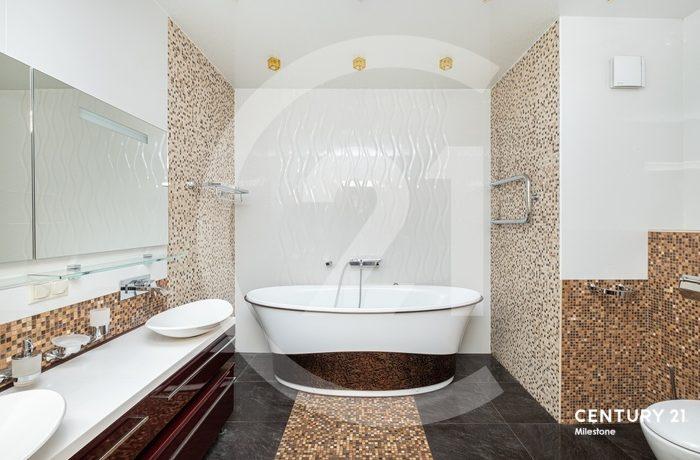 Продам пятикомнатную квартиру с хорошим дизайнерским ремонтом