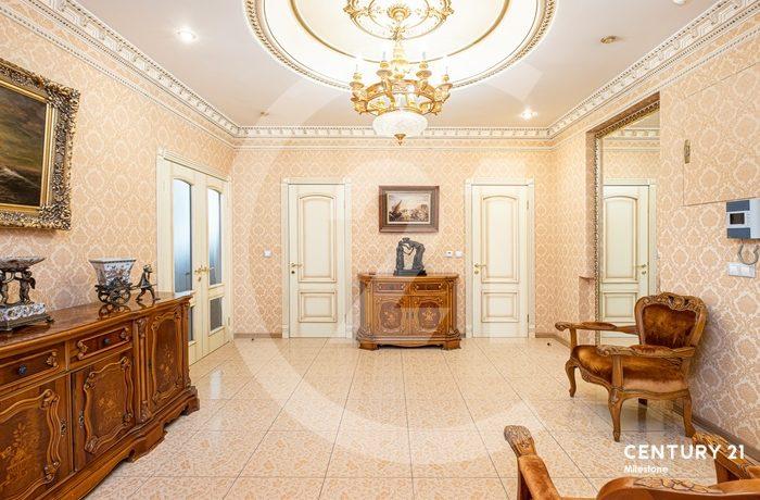Удивительная 5 комнатная квартира