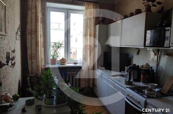 Просторная двухкомнатная квартира с большой кухней!