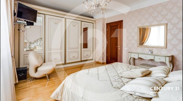 Продаётся 4 комнатная квартира.