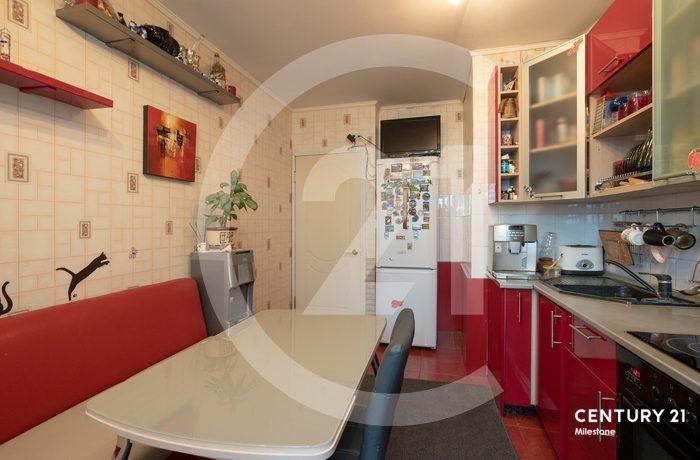 Продаётся просторная 2 комнатная квартира