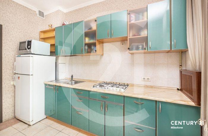 Продаётся уютная 2 комнатная квартира с большой кухней