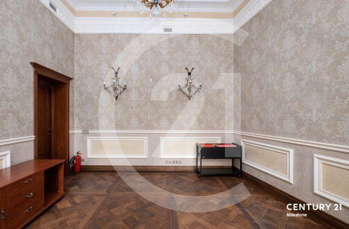 Продается просторное офисное помещение