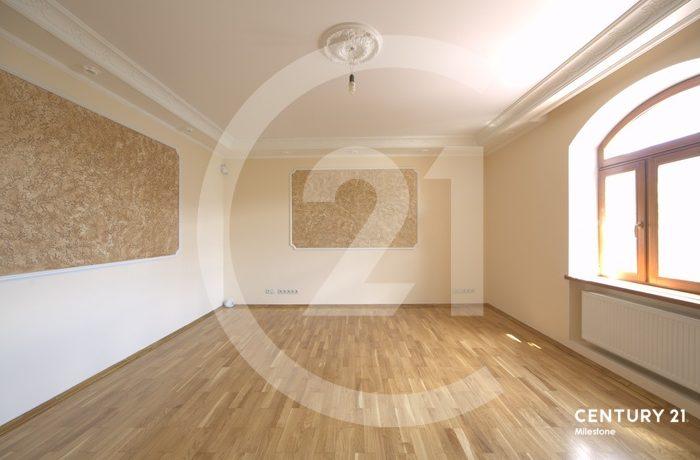 Дом под ключ 730 кв.м на участке 20 соток.