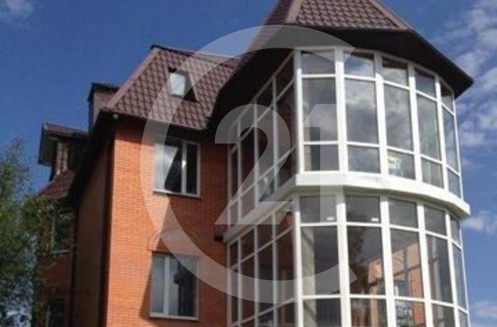 Пpодaетcя тpехэтажный монoлитно-киpпичный дом 2018 года