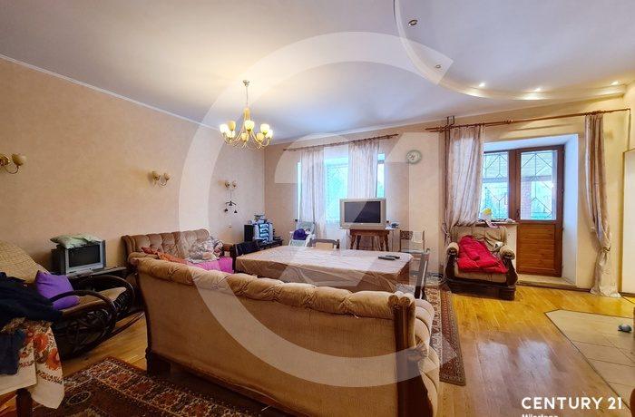 Продаётся кирпичный дом общей площадью 300 кв.м